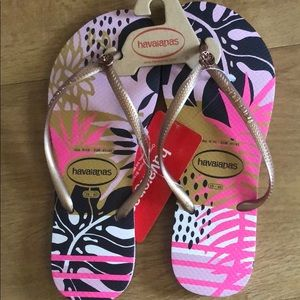 NWT Havaianas Flip Flops US Size 9/10